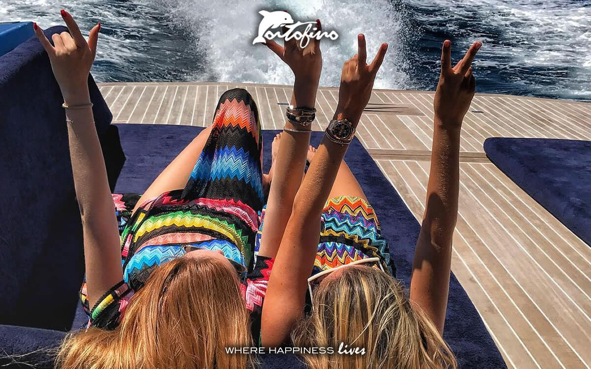 Enjoy a boat tour in the Portofino Bay